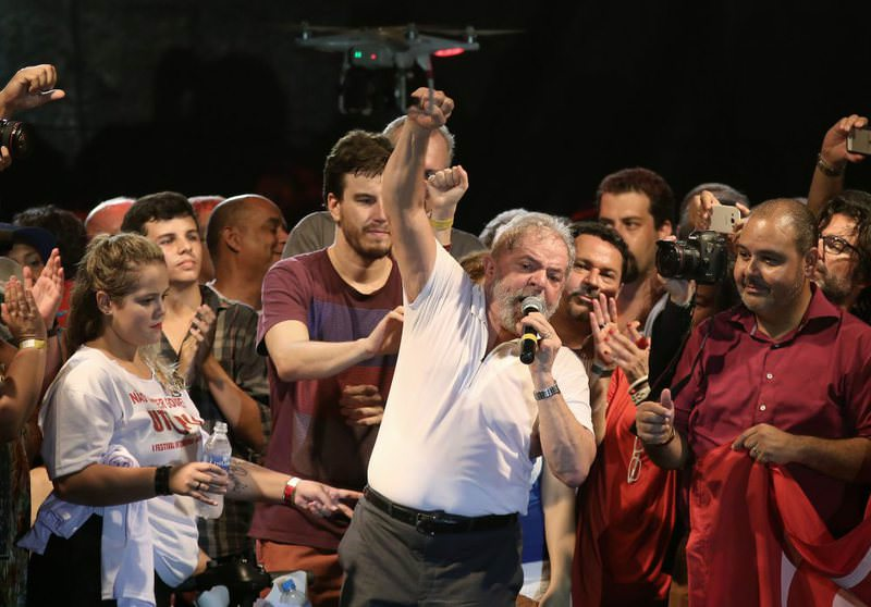 Former Brazilian President Lula da Silva (C) participating in a protest against the decision by a parliamentary commission to go ahead with the impeachment against Brazilian President Dilma Rousseff, in Rio de Janeiro.