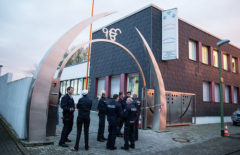Police officers stand in front of Sikh temple after 3 people have been injured in deliberate explosion on April 16, 2016 in western German city of Essen. (AP)