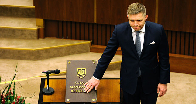 Slovak Prime Minister-elect and Smer-Social Democracy party leader Robert Fico takes the oath of office on the Slovak Constitution on March 23, 2016 in Bratislava during the first session of the parliament since the March 5 elections. (AFP Photo)