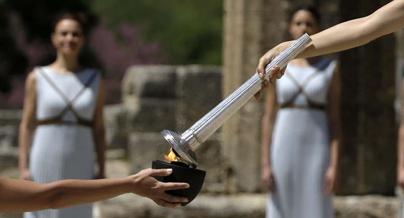 Actress Katerina Lehou, right, as high priestess, lights a pot with the Olympic Flame, during the ceremonial lighting of the Olympic flame in Ancient Olympia, Greece, Thursday, April 21, 2016 (AP Photo)
