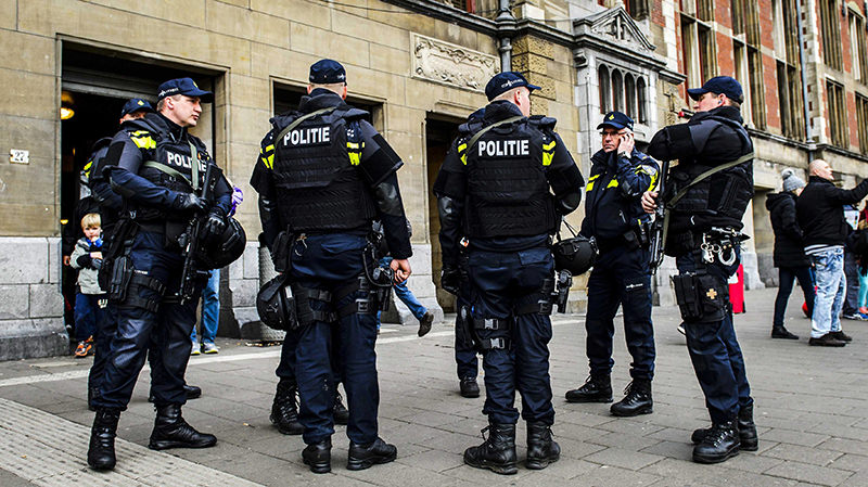 Dutch police officers patrol at the Central Station in Amsterdam, The Netherlands, 22 March 2016 (EPA Photo)
