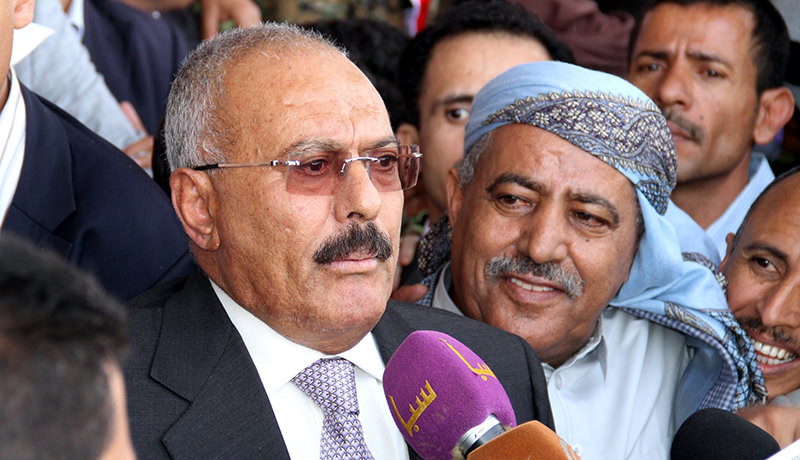 emen's former president and current Houthi military ally Ali Abdullah Saleh (L) delivers a speech during a rally commemorating the one year anniversary of the Saudi-led military campaign, Sana'a, Yemen (EPA Photo)