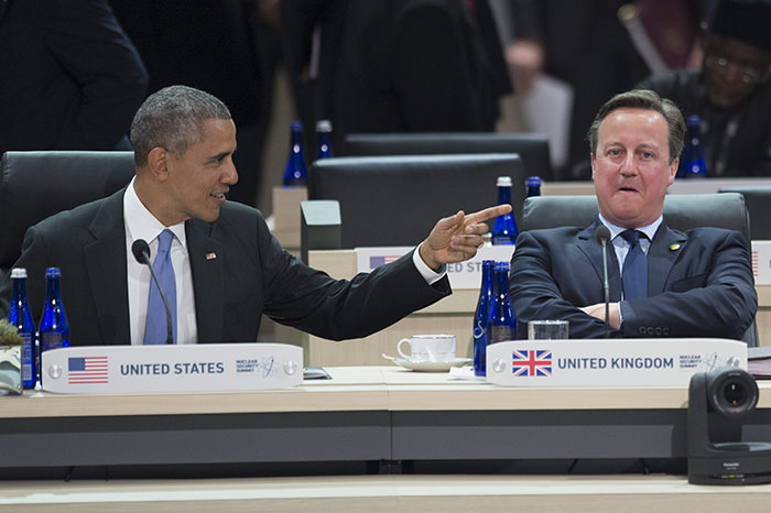 US President Barack Obama (L) speaks beside British Prime Minister David Cameron (R) at the closing plenary session of the 2016 Nuclear Security Summit at the Washington Convention Center in Washington, DC, USA, 01 April 2016. (EPA Photo)
