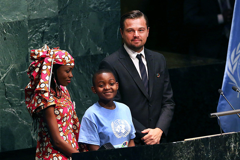 Actor and climate activist Leonardo DiCaprio stands with children at the United Nations Signing Ceremony for the Paris Agreement. (AFP Photo)