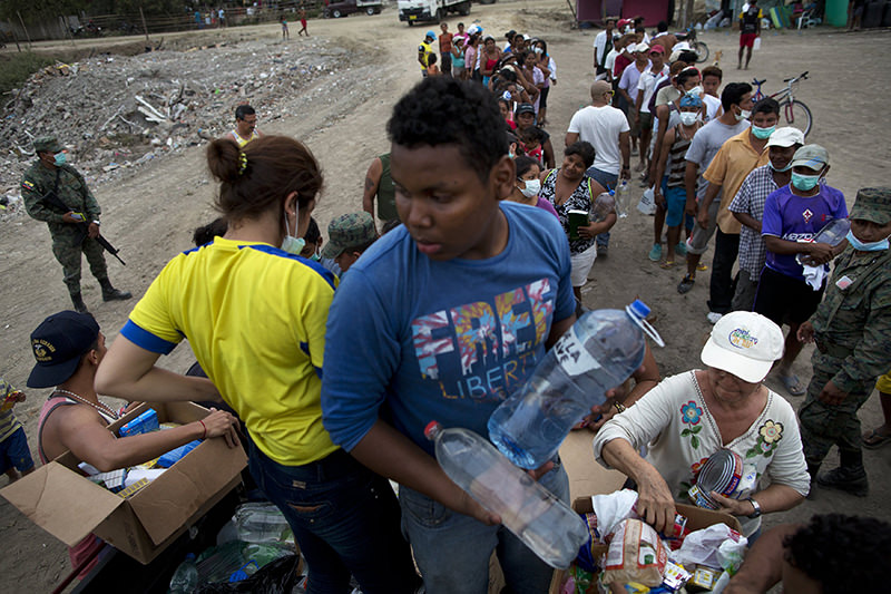 Volunteers deliver food and potable water to the people that lost their homes in the 7.8 magnitude earthquake that hit Ecuador's Pacific coast. (AP Photo)