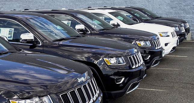 2015 JEEP GRAND CHEROKEE ARE EXHIBITED ON A CAR DEALERSHIP IN NEW JERSEY, JULY 24, 2015. (REUTERS Photo)