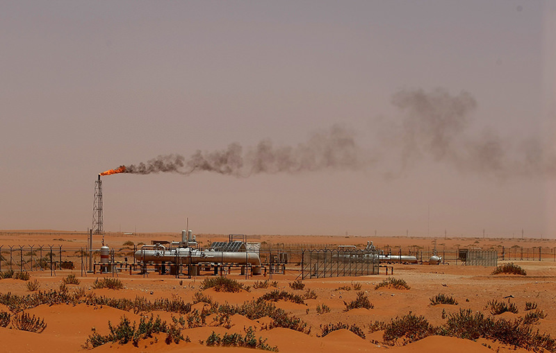 A picture taken on June 23, 2008 shows a flame from a Saudi Aramco oil installion known as ,Pump 3, in the desert near the oil-rich area of Khouris. (AFP Photo)