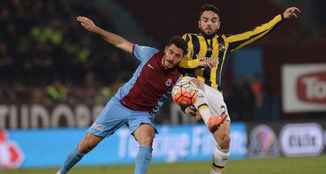 Trabzonspor - Fenerbahçe derby abandoned after fans attack official