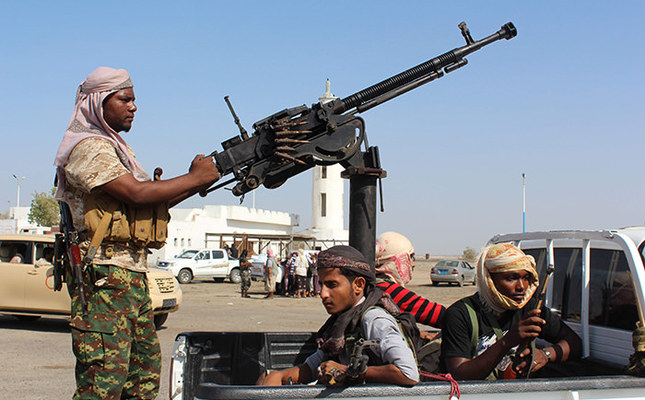 Forces loyal to the Saudi-backed Yemeni president stand on the back an armed vehicle on April 23, 2016 (AFP Photo)