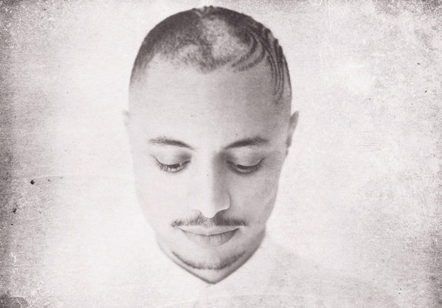 American vocalist Jose James has created a formula through which he combines modern jazz with light soul and hip-hop.