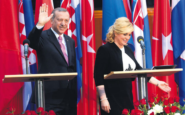 President Erdoğan with Croatian President Grabar-Kitarovic Wednesday in Croatia where he opened the Yunus Emre Turklish Culture Center in Zagreb and signed several bilateral deals.