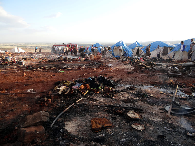 Airstrikes hit a refugee camp in the north of Syria near the border with Turkey, leaving at least 28 killed. (AA Photo)