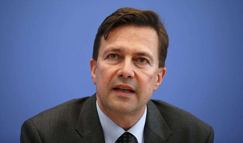 German government spokesman Steffen Seibert addresses a news conference in Berlin, Germany, April 15, 2016. (AFP Photo)