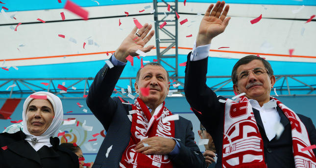 President Erdoğan (C) and Prime Minister Ahmet Davutoğlu (R)