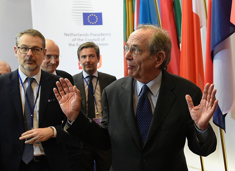 Italian Minister of Economy and Finance Pier Carlo Padoan adresses journalists during an Eurogroup meeting at the EU headquarters in Brussels on May 9, 2016. (AFP Photo)