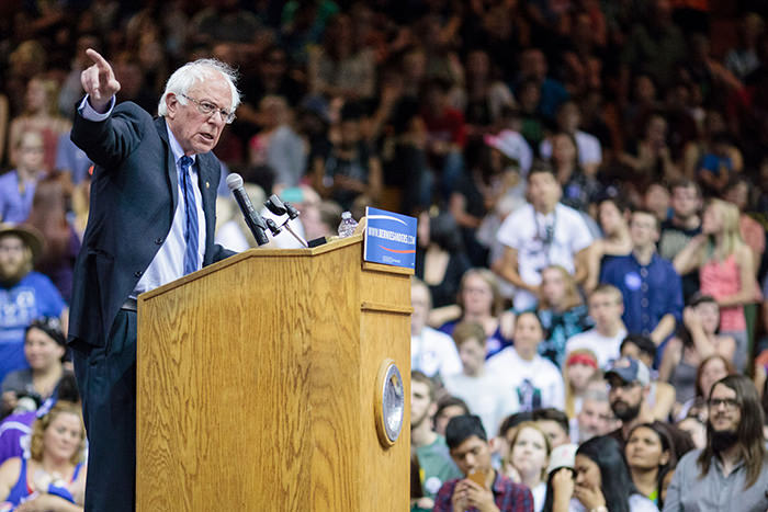 US Democratic presidential candidate Bernie Sanders addresses a campaign rally in Salem, Oregon, May 10, 2016. (AFP Photo)
