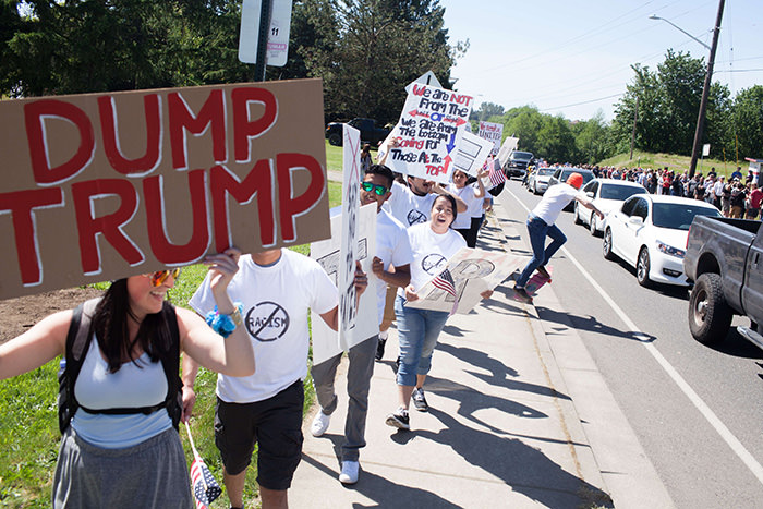 Protesters gather outside the venue prior to a Republican presidential candidate Donald Trump rally at the The Northwest Washington Fair and Event Center on May 7, 2016 in Lynden, Washington. (AFP Photo)