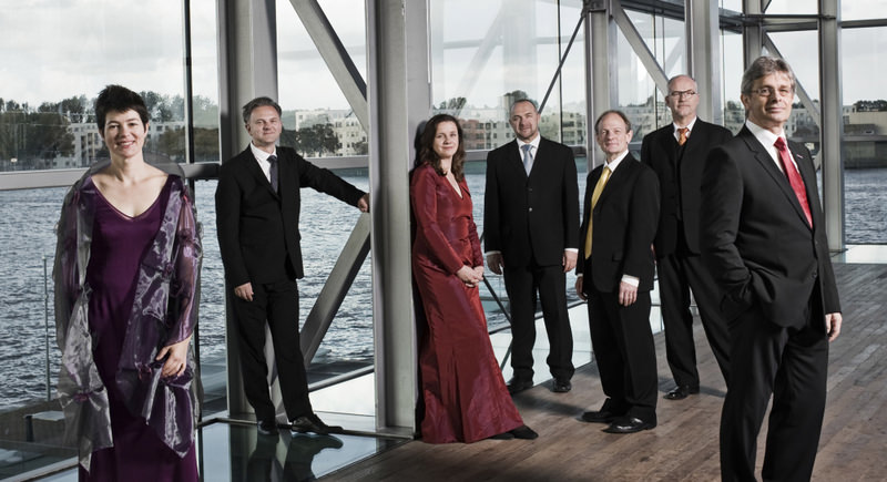 Vocal ensemble Gesualdo Consort Amsterdam, which won the ECHO Classics award, is hailed as a well-balanced ensemble by the music authorities since each voice in the choir is distinct yet able to blend.