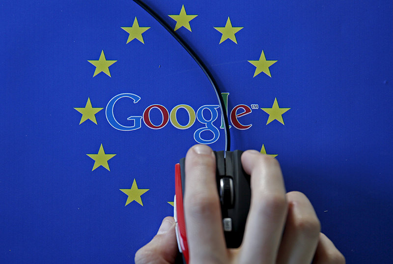 A woman hovers a mouse over the Google and European Union logos in this April 15, 2015 photo illustration. (REUTERS Photo)
