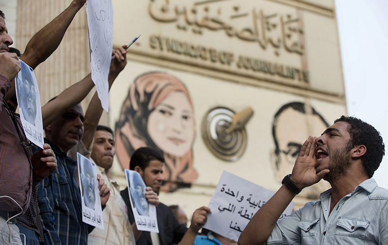 Journalists and activists chant slogans during a protest in front of the Journalists' Syndicate in Cairo, Egypt, Thursday, May 12, 2016 (AP Photo)