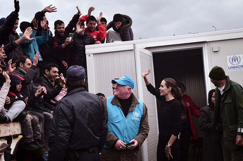 This file photo taken on March 16, 2016 shows UNHCR's Goodwill Ambassador Angelina Jolie Pitt greeting (C) refugees and migrants during her visit to the port of Piraeus on March 16, 2016. (AFP Photo)