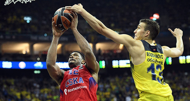 Bogdan Bogdanovic (R) of Fenerbahce Istanbul in action against Kyle Hines of CSKA Moscow in action during the Euroleague Final Four final basketball match. (EPA Photo)