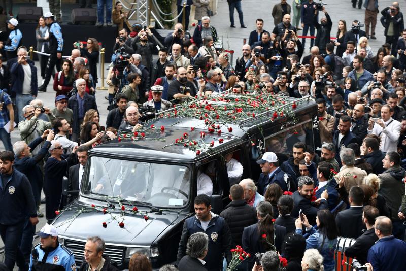 Turkey bids farewell to renowned photographer Ara Gu00fcler
