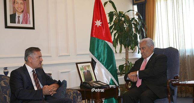 صورة ارشيفية للقاء جمع رئيس مكتب وكالة تيكا في الأردن، محمد صديق يلديريم، مع رئيس الوزراء الأردني عبد الله النسور