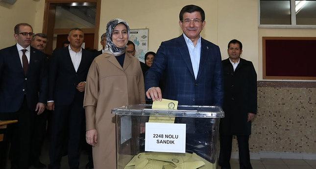 قادة المشهد السياسي التركي يدلون بأصواتهم في الانتخابات التركية المبكرة