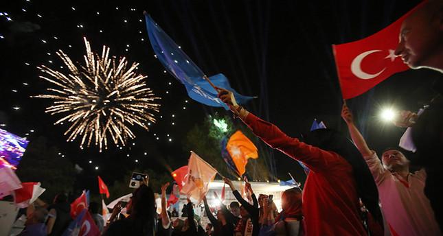 داود أوغلو يتلقى التهاني من زعماء العالم بمناسبة فوز حزبه بالانتخابات البرلمانية