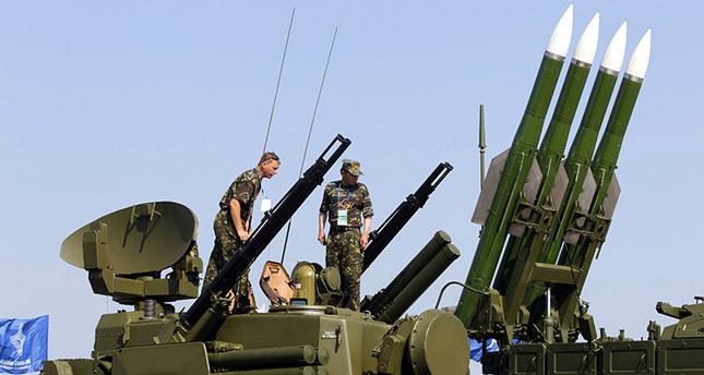 صورة ارشيفية لإحدى أنظمة الصواريخ الروسية خلال عرض عسكري.  وكالة الصور الأوروبية
