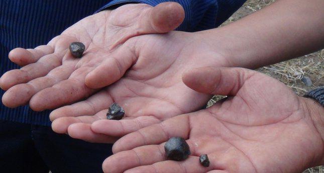 بيع الحجارة النيزكية.. مصدر دخل جديد لأهالي قرية صاري تشاير شرقي تركيا