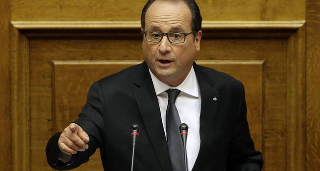 الرئيس الفرنسي يتهم داعش بارتكاب الاعتداءات الإرهابية بباريس