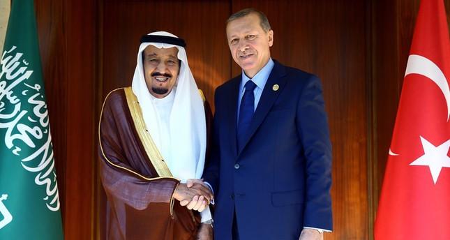 أردوغان يستقبل العاهل السعودي الملك سلمان بن عبد العزيز بأنطاليا