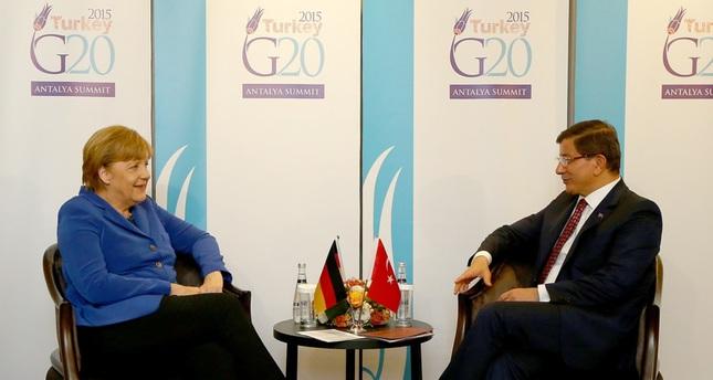 داوود اوغلو يجري جولة من اللقاءات الثنائية شملت ميركل والملك سلمان في قمة العشرين