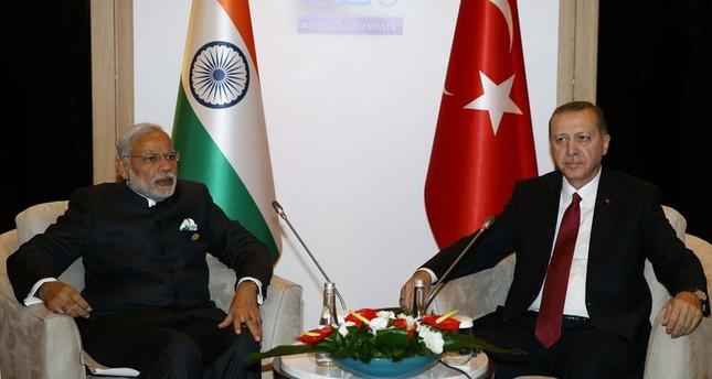 أردوغان يلتقي رئيس الوزراء الهندي في أنطاليا
