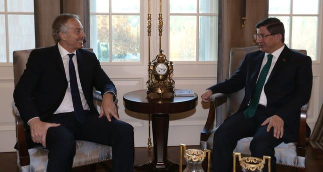 داود أوغلو يستقبل رئيس الوزراء البريطاني الأسبق بلير بأنقرة