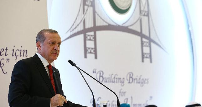 أردوغان يدعو المسلمين إلى الدفاع عن كرامة دينهم وعدم تركه رهينة بيد الإرهابيين