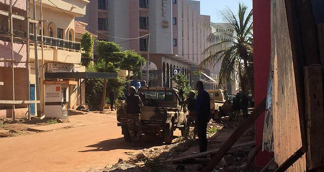 قوات الأمن في مالي تحاصر فندق راديسون بلو بالعاصمة باماكو (وكالة الأنباء الفرنسية)