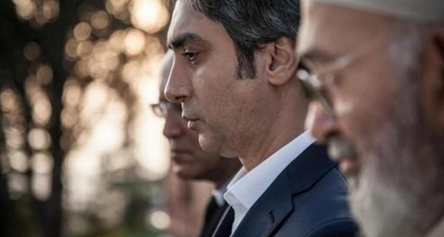 الدراما التركية تفقد أحد أبطال وادي الذئاب، ومراد علمدار يشارك محبيه العزاء