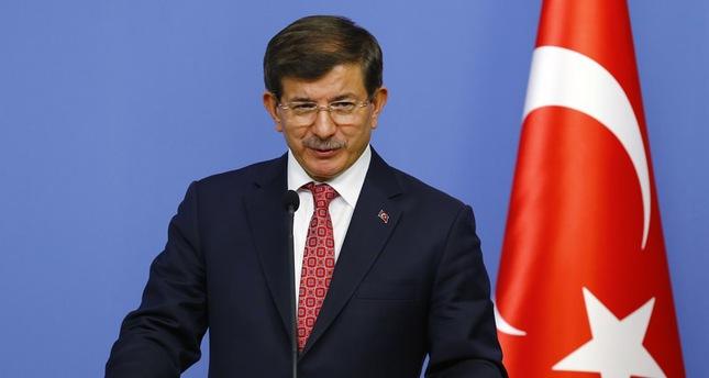 داوود أوغلو: تركيا تسلمت جثمان الطيار الروسي القتيل وسترسلها الى روسيا
