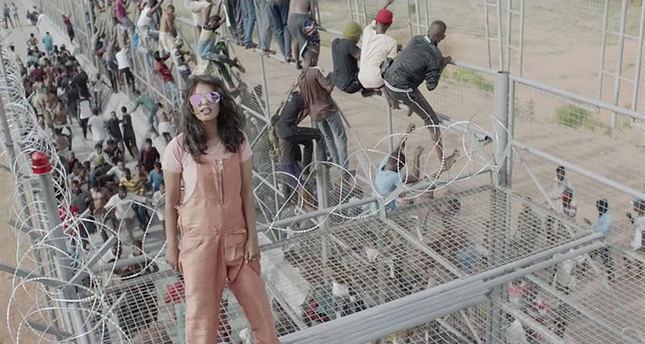 مغنية بريطانية تناصر قضايا اللاجئين في أغنيتها المصورة borders