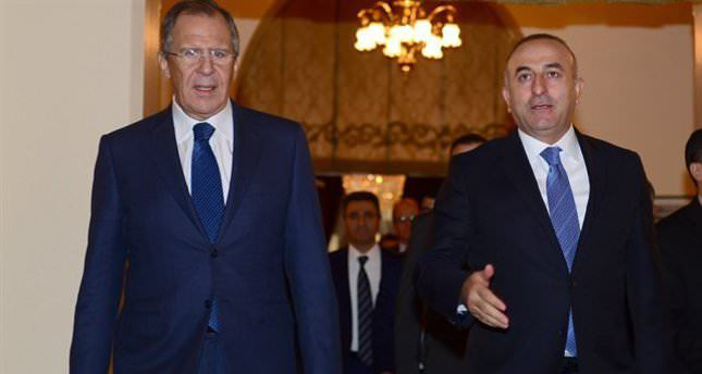 وزير الخارجية التركي (مولود تشاووش أوغلو) ونظيره الروسي (سيرغي لافروف)   (وكالة الأناضول للأنباء)