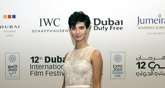 النجمة التركية توبا تزور دبي للمشاركة في مهرجان دبي السينمائي