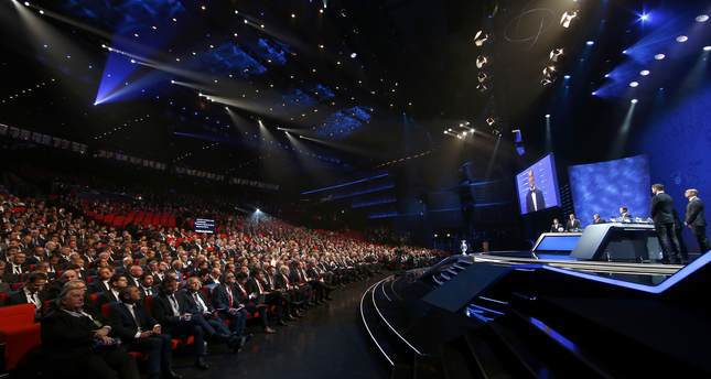 مراسم سحب قرعة مباريات بطولة الأمم الأوروبية 2016 بالعاصمة الفرنسية باريس  (رويترز)