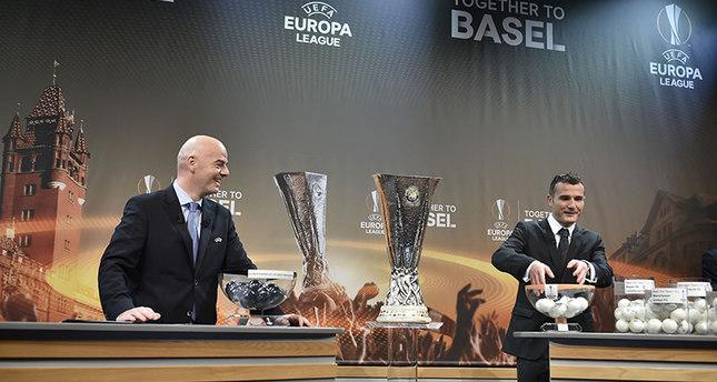 مراسم سحب قرعة مباريات بطولة الدوري الأوروبي لكرة القدم  وكالة الأنباء الفرنسية