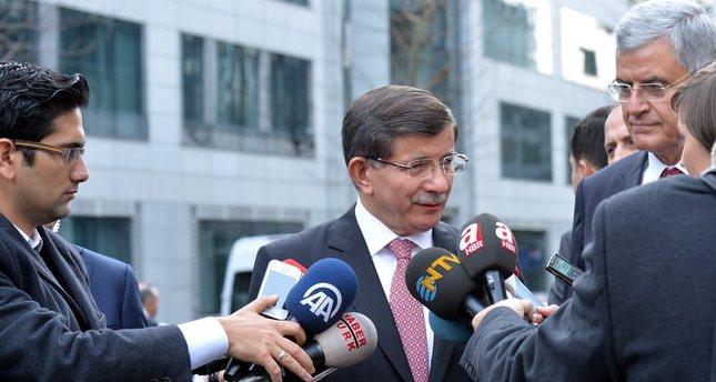 رئيس الوزراء التركي احمد داود أوغلو يدلي بتصريحات صحفية بالعاصمة البلجيكية بروكسل  (وكالة الأناضول للأنباء)