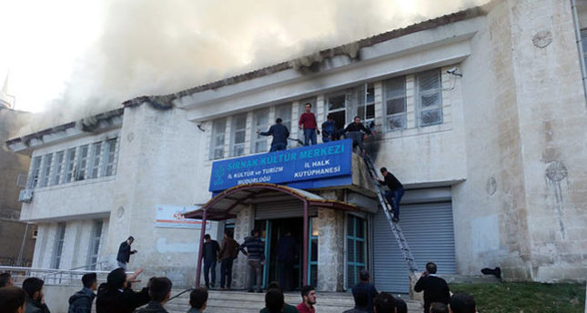 عناصر بي كا كا تشعل النار في مكتبة عامة وتصيب أربعة أطفال بجروح