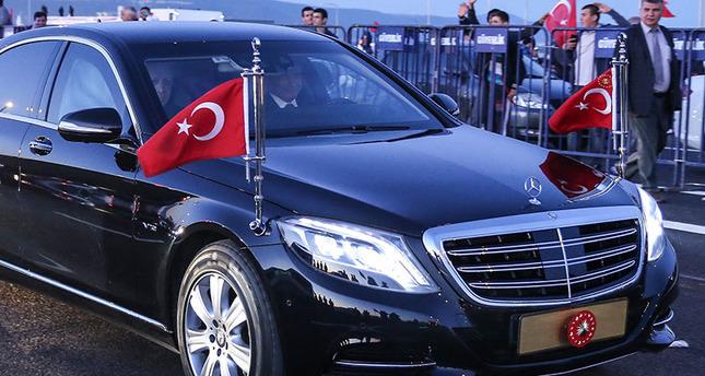 Erdoğan und Davutoğlu fahren als Erste über die Osman Gazi-Brücke