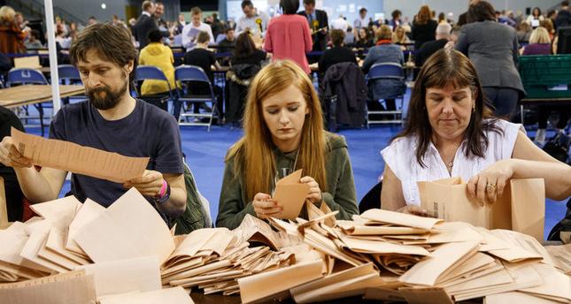 Wahlen in Großbritannien: Geringe Verluste für die Konservativen